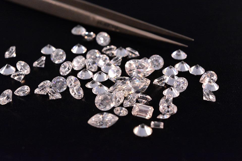 Systèmes d'expertise des diamants Russe/GIA